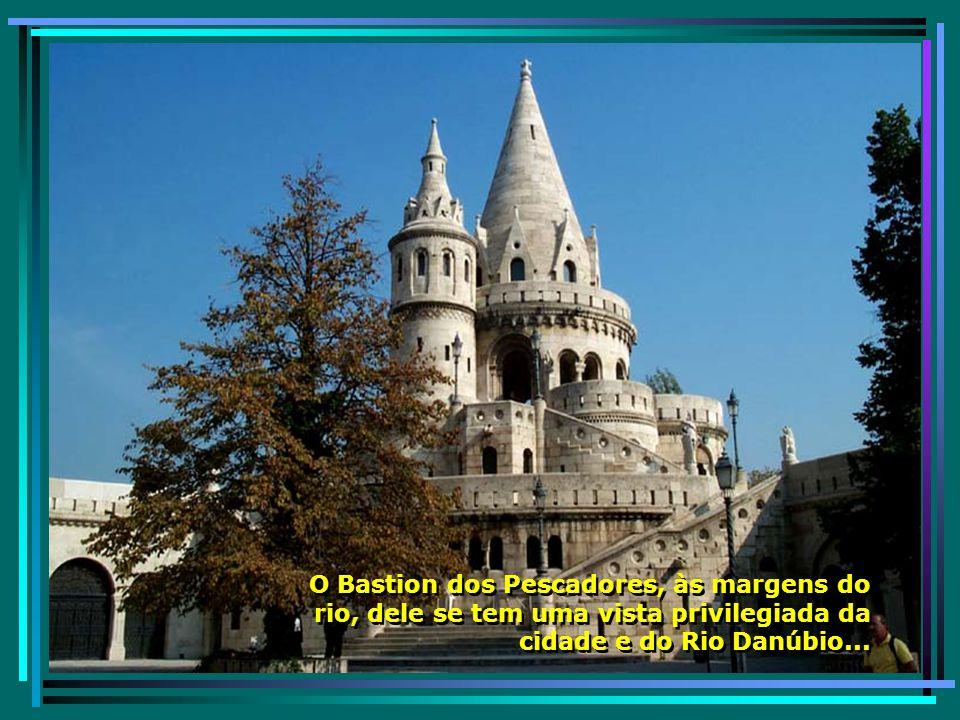 A maravilhosa Igreja de Mathias, de arquitetura arrojada, numa cidade de muitos templos católicos, já que grande parte da população é católica... A ma