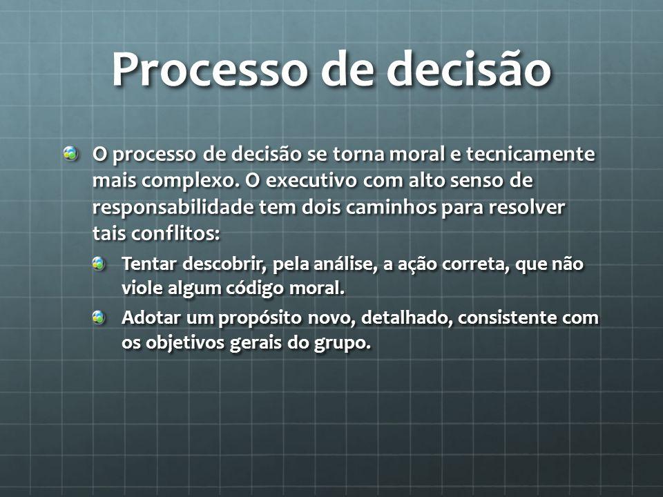 Processo de decisão O processo de decisão se torna moral e tecnicamente mais complexo.