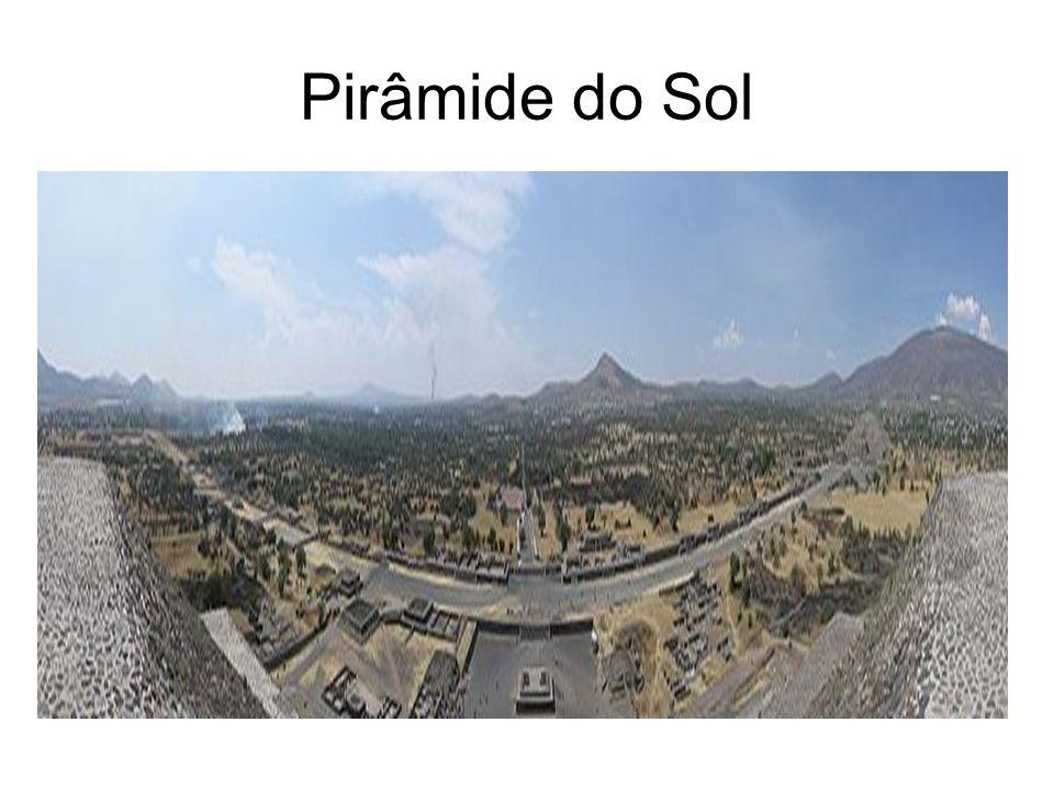 CHIMU Apogeu 50 mil habitantes 10 cidadelas : espaços cerimoniais, cemitérios, campos para cultivo, pirâmides...