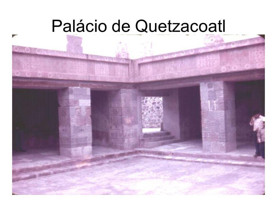 Sociedade O Estado inca era imperial, capaz de controlar rigidamente tudo o que ocorria em sua vasta extensão territorial.