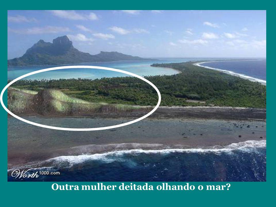 Outra mulher deitada olhando o mar?