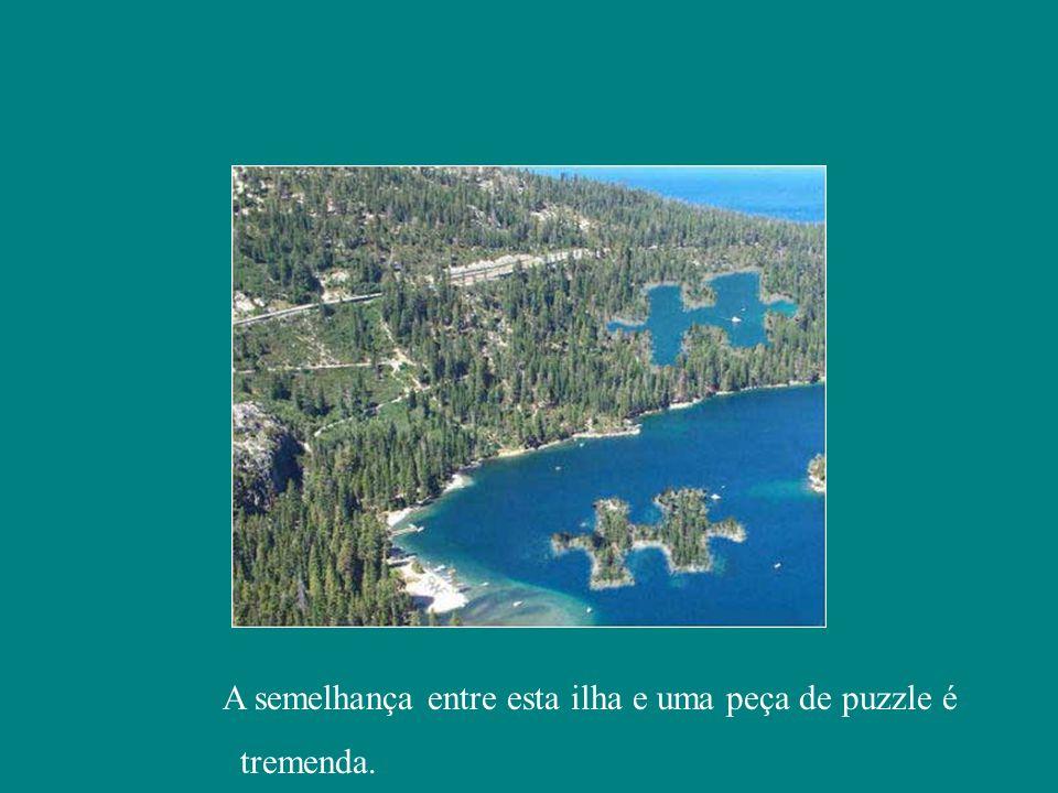 A semelhança entre esta ilha e uma peça de puzzle é tremenda.