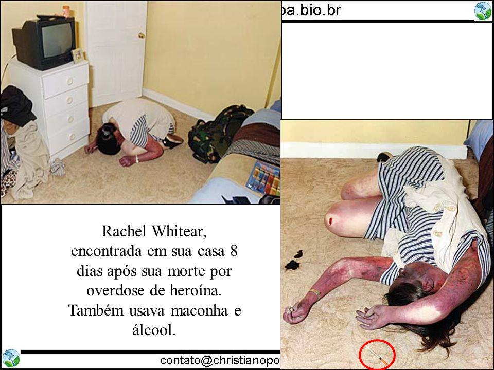Rachel Whitear, encontrada em sua casa 8 dias após sua morte por overdose de heroína. Também usava maconha e álcool.