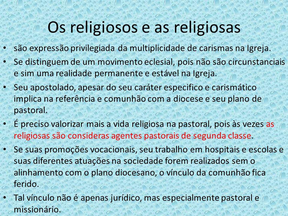 Os religiosos e as religiosas são expressão privilegiada da multiplicidade de carismas na Igreja. Se distinguem de um movimento eclesial, pois não são