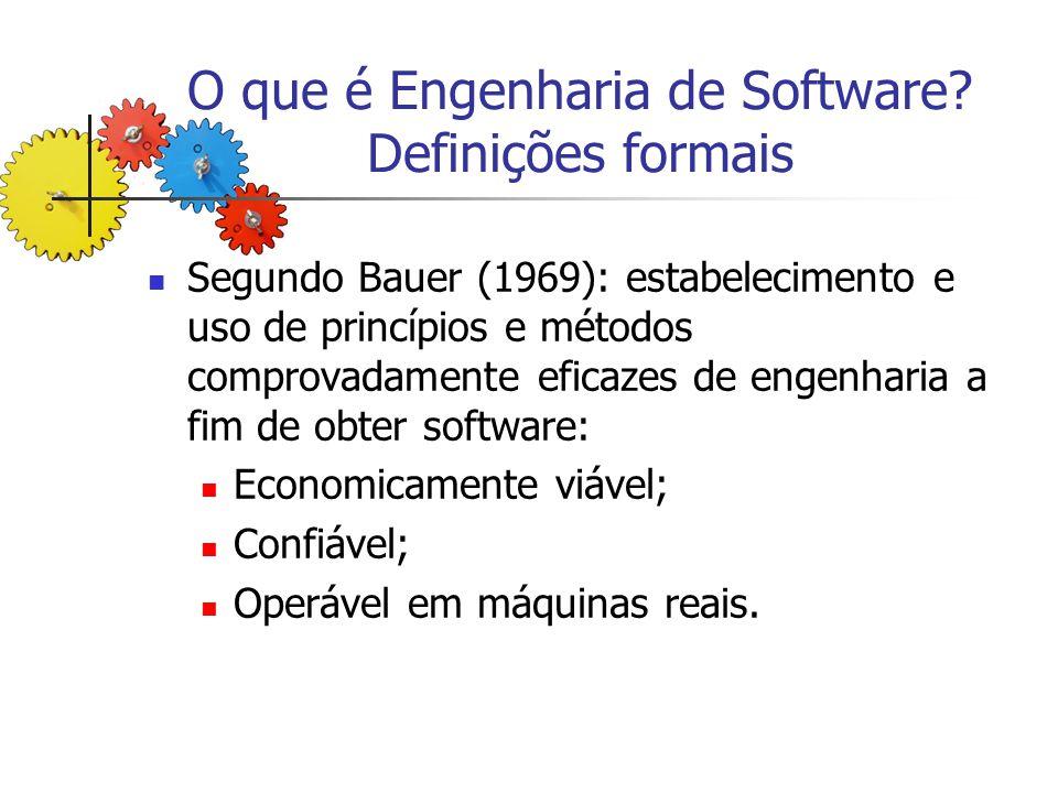O que é Engenharia de Software? Definições formais Segundo Bauer (1969): estabelecimento e uso de princípios e métodos comprovadamente eficazes de eng