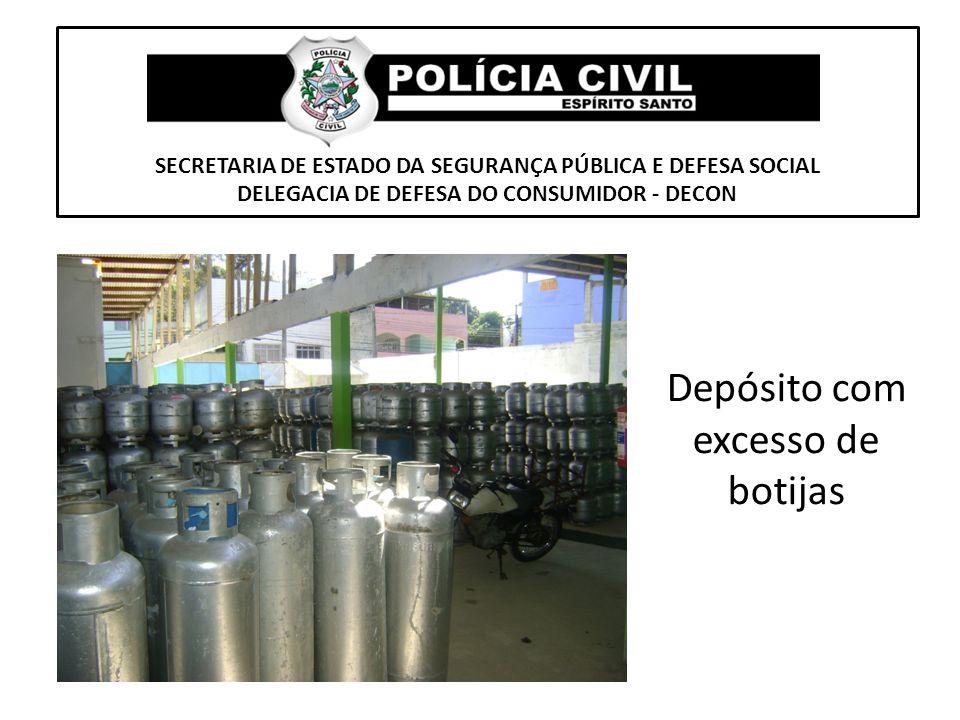 SECRETARIA DE ESTADO DA SEGURANÇA PÚBLICA E DEFESA SOCIAL DELEGACIA DE DEFESA DO CONSUMIDOR - DECON Depósito com excesso de botijas