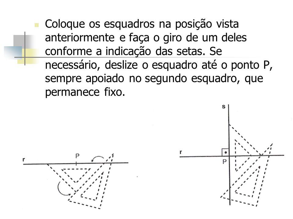 Coloque os esquadros na posição vista anteriormente e faça o giro de um deles conforme a indicação das setas. Se necessário, deslize o esquadro até o
