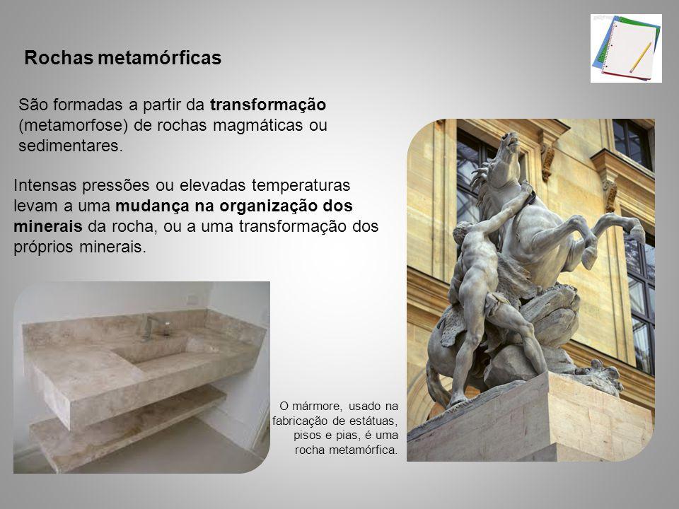 São formadas a partir da transformação (metamorfose) de rochas magmáticas ou sedimentares. Intensas pressões ou elevadas temperaturas levam a uma muda