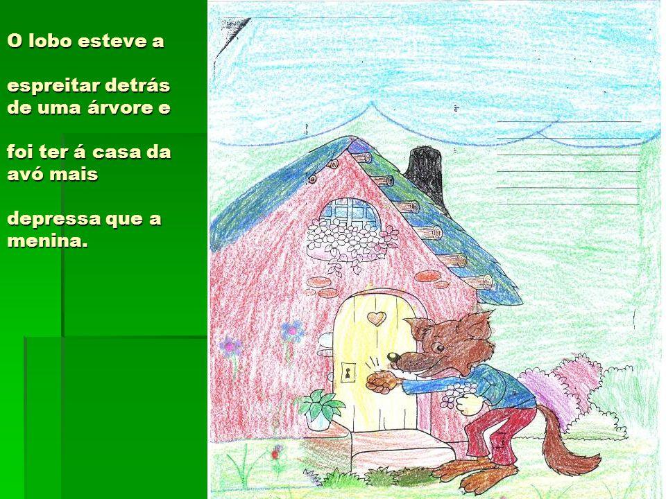 O lobo esteve a espreitar detrás de uma árvore e foi ter á casa da avó mais depressa que a menina.