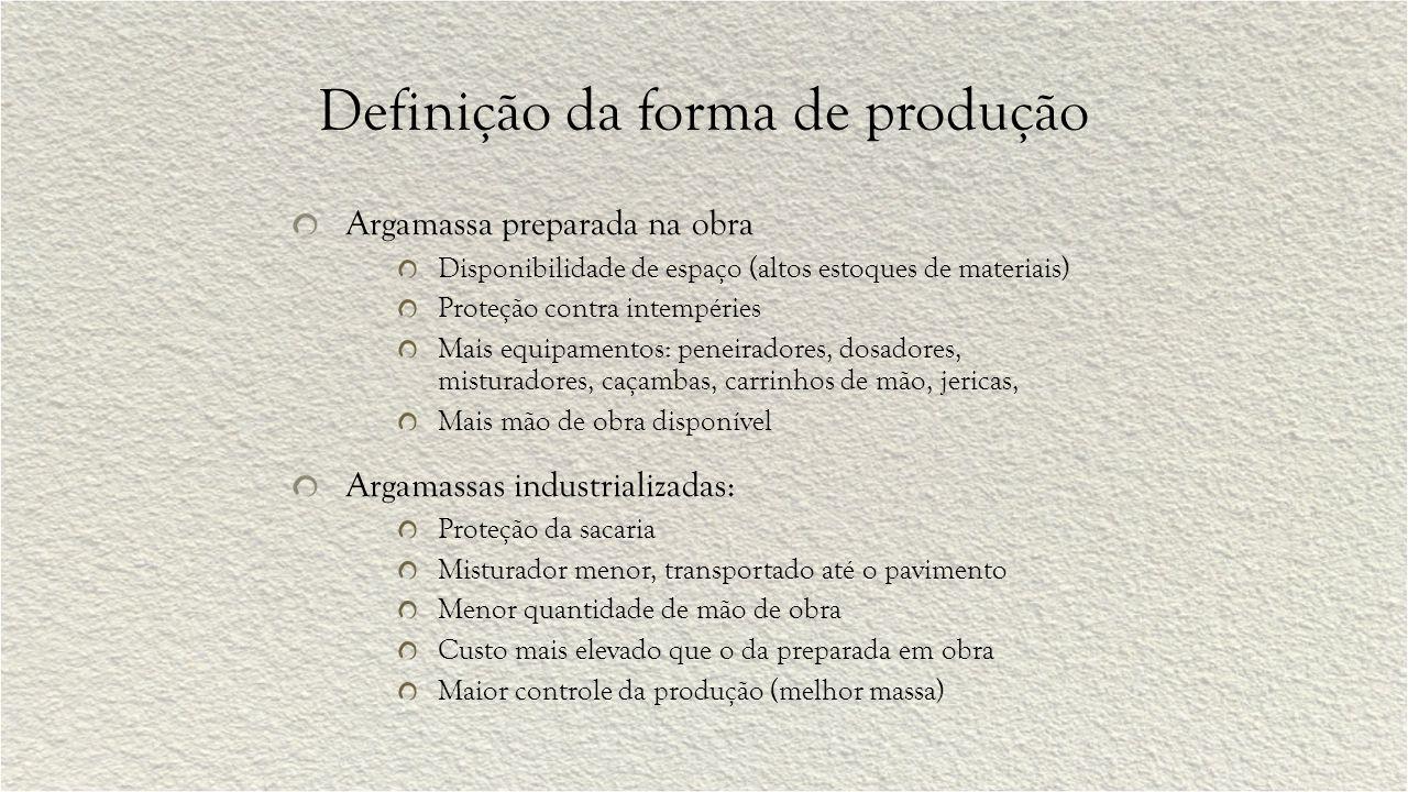 Definição da forma de produção Argamassa preparada na obra Disponibilidade de espaço (altos estoques de materiais) Proteção contra intempéries Mais eq