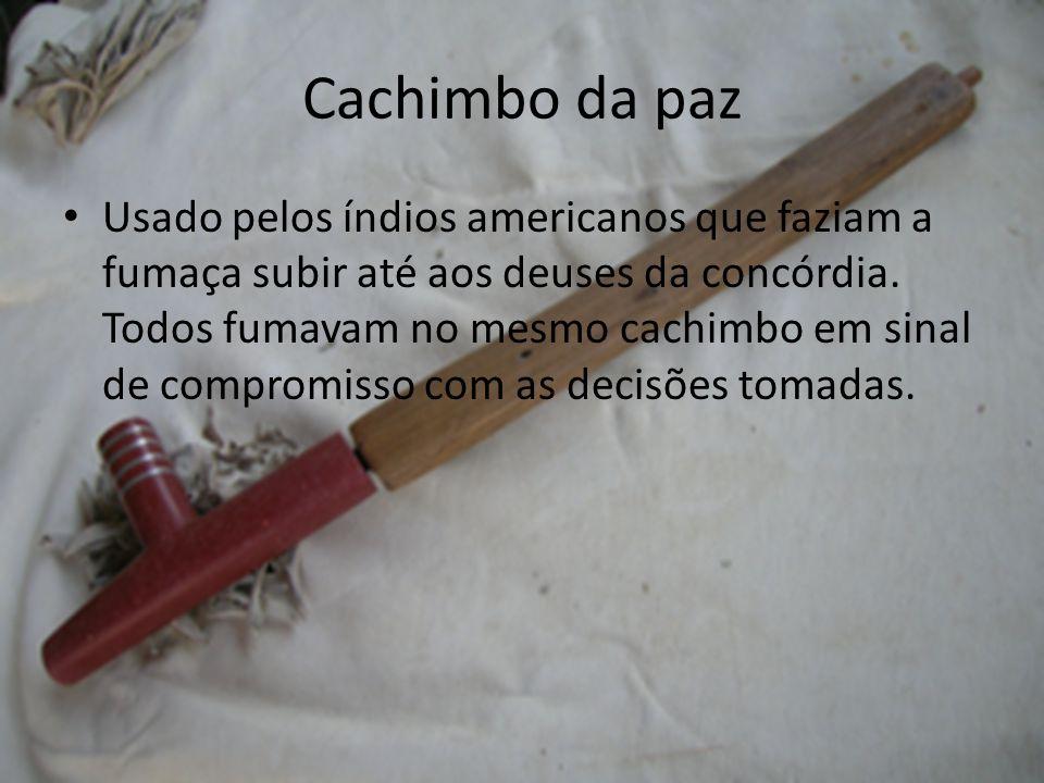 Cachimbo da paz Usado pelos índios americanos que faziam a fumaça subir até aos deuses da concórdia. Todos fumavam no mesmo cachimbo em sinal de compr