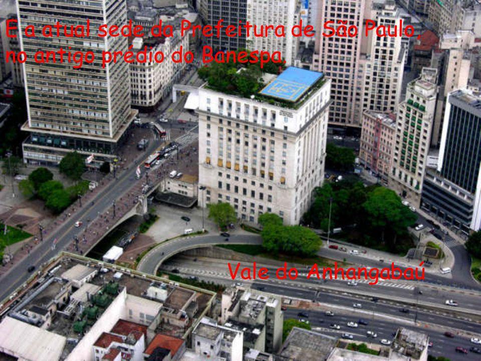 Vale do Anhangabaú E a atual sede da Prefeitura de São Paulo, no antigo prédio do Banespa.