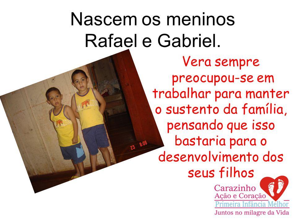 Nascem os meninos Rafael e Gabriel.