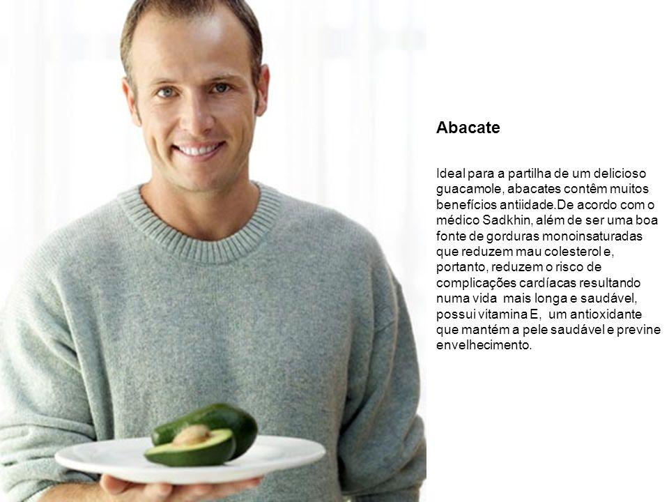 Abacate Ideal para a partilha de um delicioso guacamole, abacates contêm muitos benefícios antiidade.De acordo com o médico Sadkhin, além de ser uma b