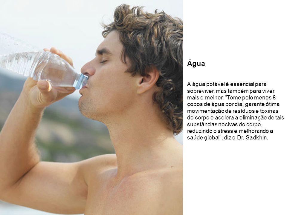 Água A água potável é essencial para sobreviver, mas também para viver mais e melhor.