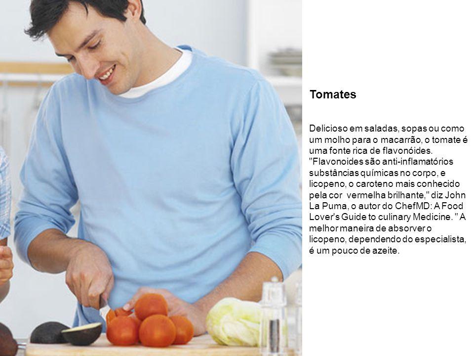 Tomates Delicioso em saladas, sopas ou como um molho para o macarrão, o tomate é uma fonte rica de flavonóides.