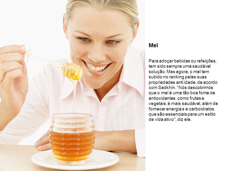 Mel Para adoçar bebidas ou refeições, tem sido sempre uma saudável solução. Mas agora, o mel tem subido no ranking pelas suas propriedades anti idade,