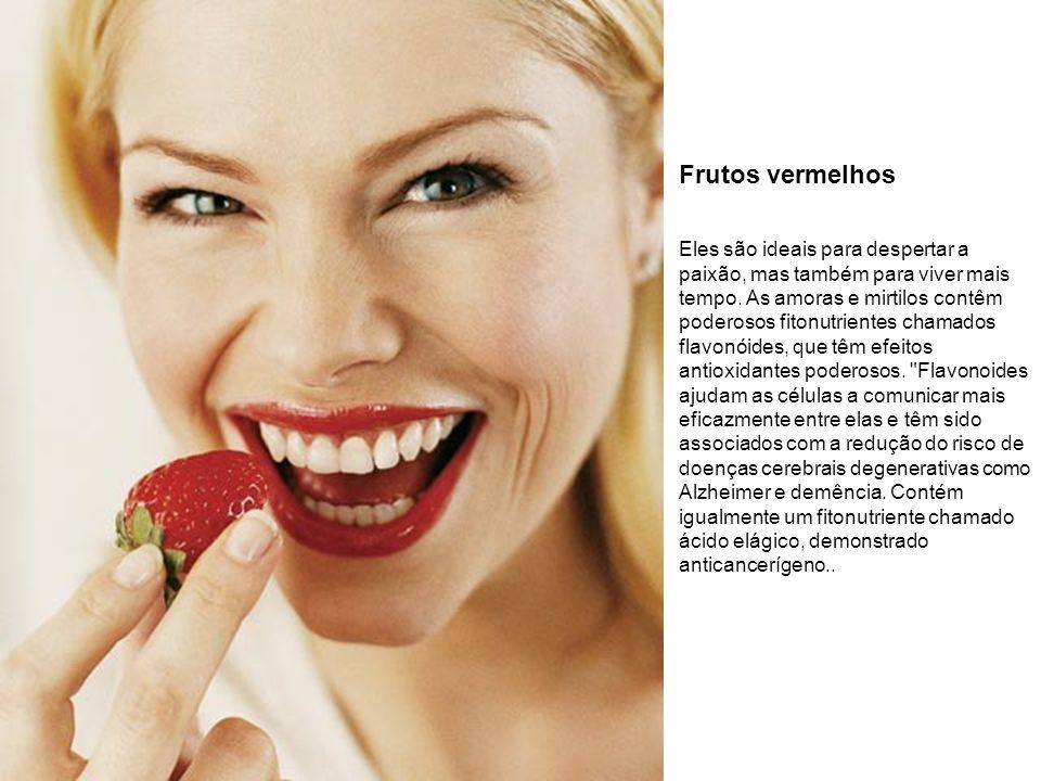 Frutos vermelhos Eles são ideais para despertar a paixão, mas também para viver mais tempo. As amoras e mirtilos contêm poderosos fitonutrientes chama