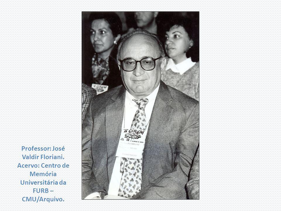 Professor: José Valdir Floriani. Acervo: Centro de Memória Universitária da FURB – CMU/Arquivo.