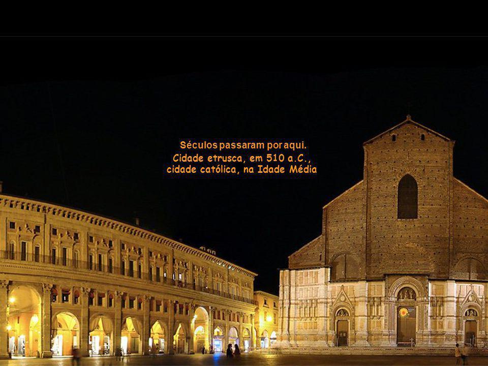 Ficamos num hotel no centro da cidade, perto da Piazza Maggiore