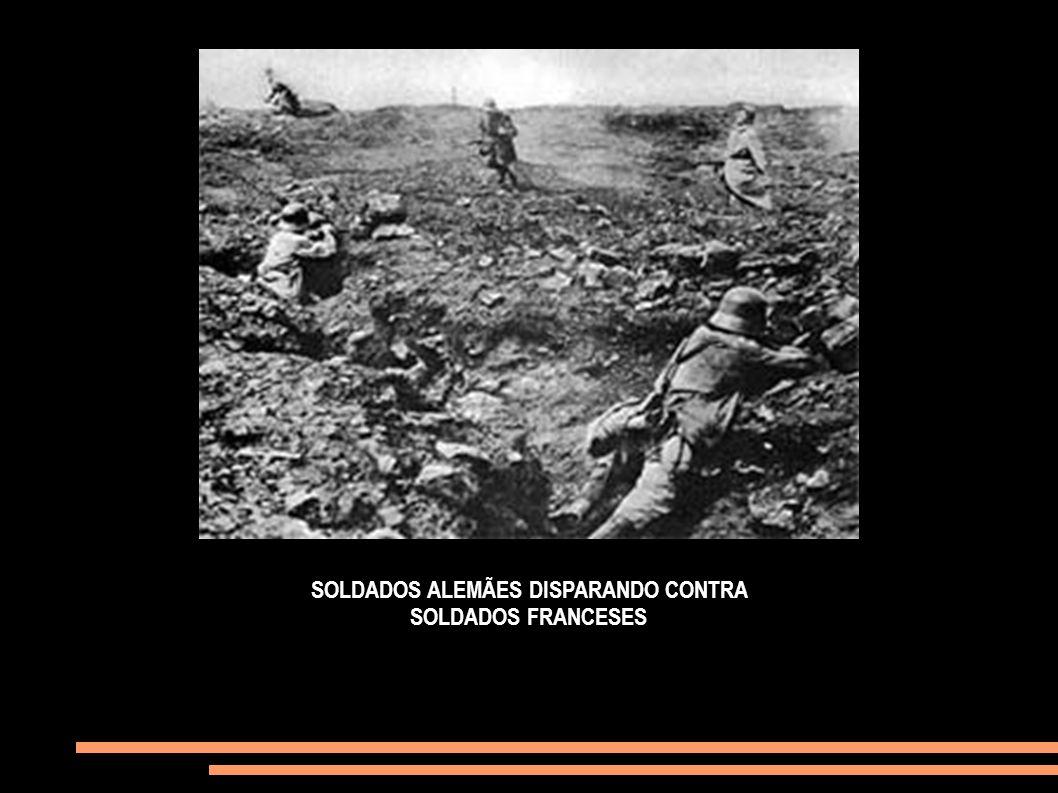 SOLDADOS ALEMÃES DISPARANDO CONTRA SOLDADOS FRANCESES