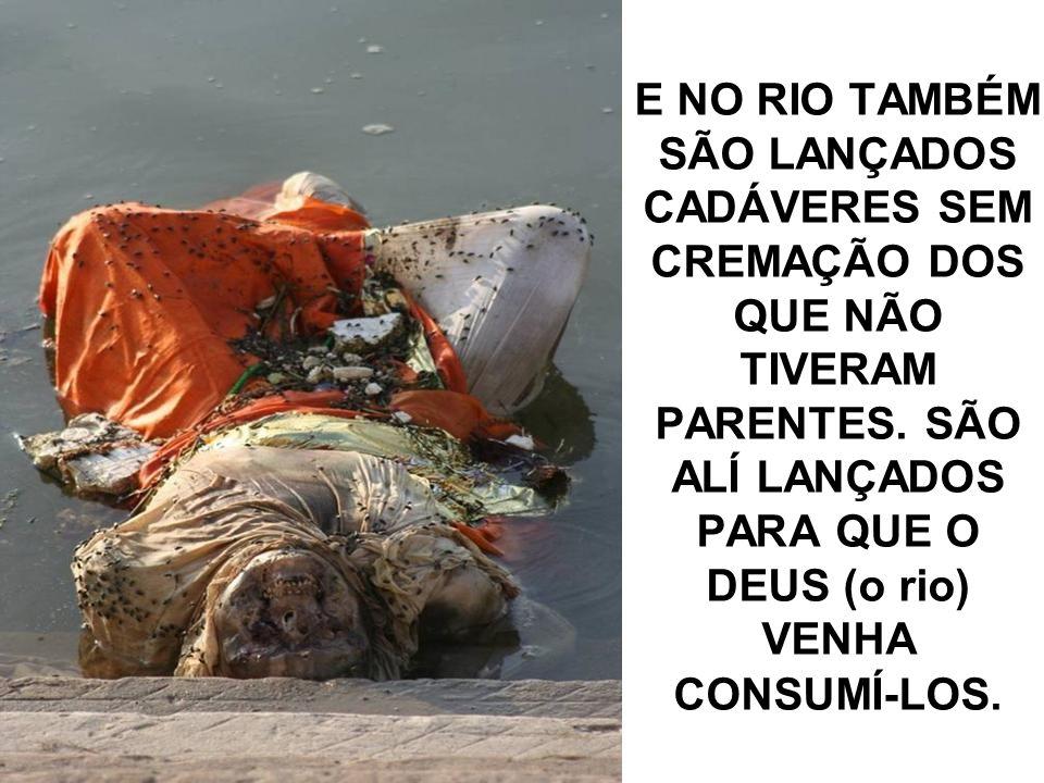 NESSE RIO, SÃO LANÇADOS OS RESTOS DE CADÁVERES DE PESSOAS QUE TIVERAM SEUS FAMILIARES PARA CREMA-LOS E...