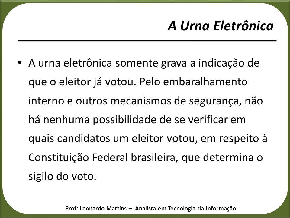 A urna eletrônica somente grava a indicação de que o eleitor já votou. Pelo embaralhamento interno e outros mecanismos de segurança, não há nenhuma po