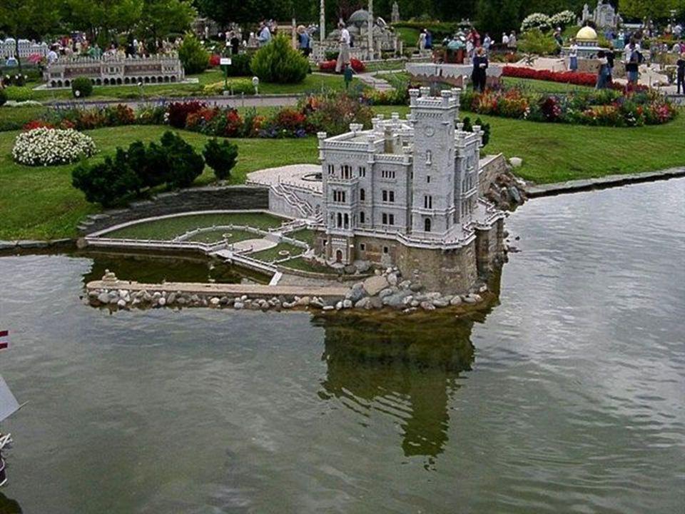 A Mini Europa está situada em Heysel - Bruxelas, Bélgica e contém réplicas de edifícios famosos de países da União Européia, apresentados em escala de
