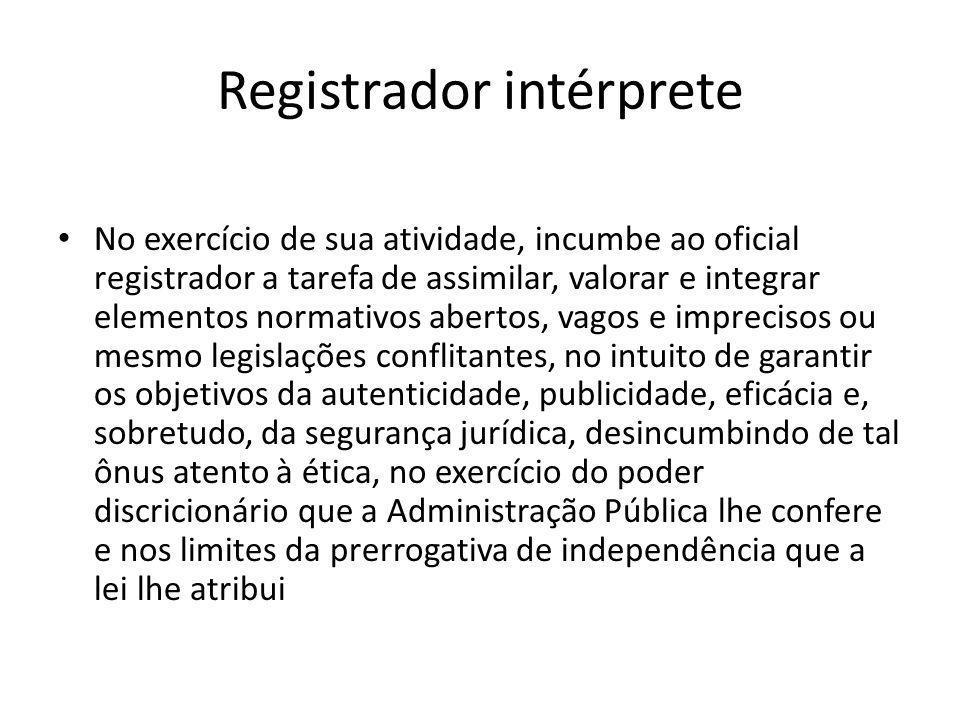 Registrador intérprete No exercício de sua atividade, incumbe ao oficial registrador a tarefa de assimilar, valorar e integrar elementos normativos ab