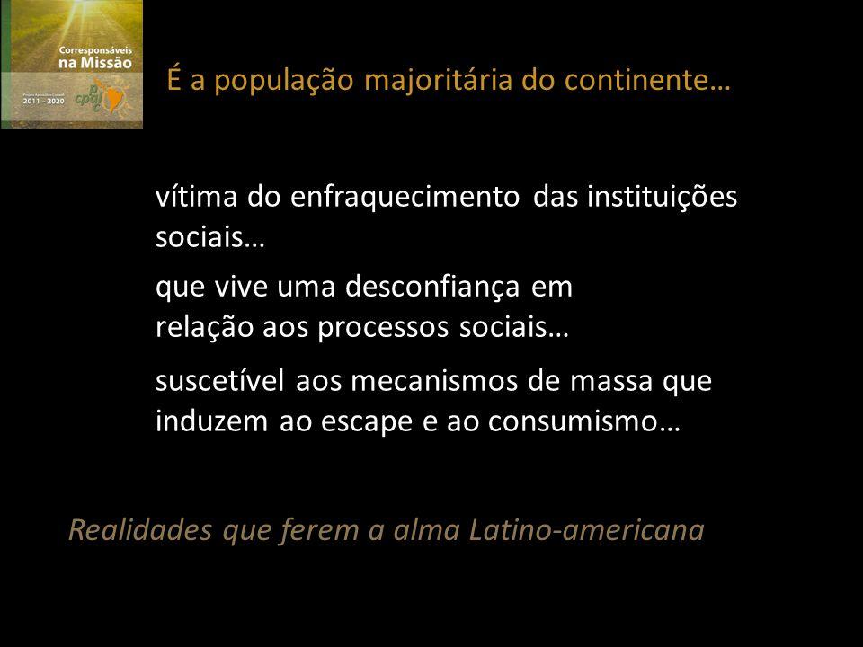 É a população majoritária do continente… vítima do enfraquecimento das instituições sociais… que vive uma desconfiança em relação aos processos sociais… suscetível aos mecanismos de massa que induzem ao escape e ao consumismo… Realidades que ferem a alma Latino-americana
