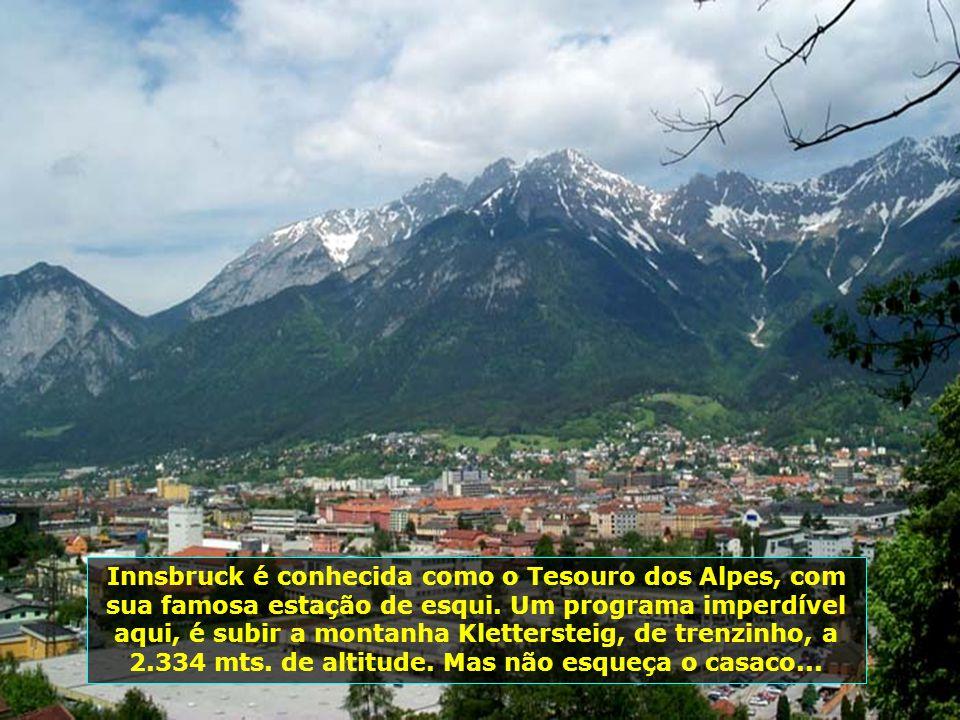 Innsbruck é conhecida como o Tesouro dos Alpes, com sua famosa estação de esqui.