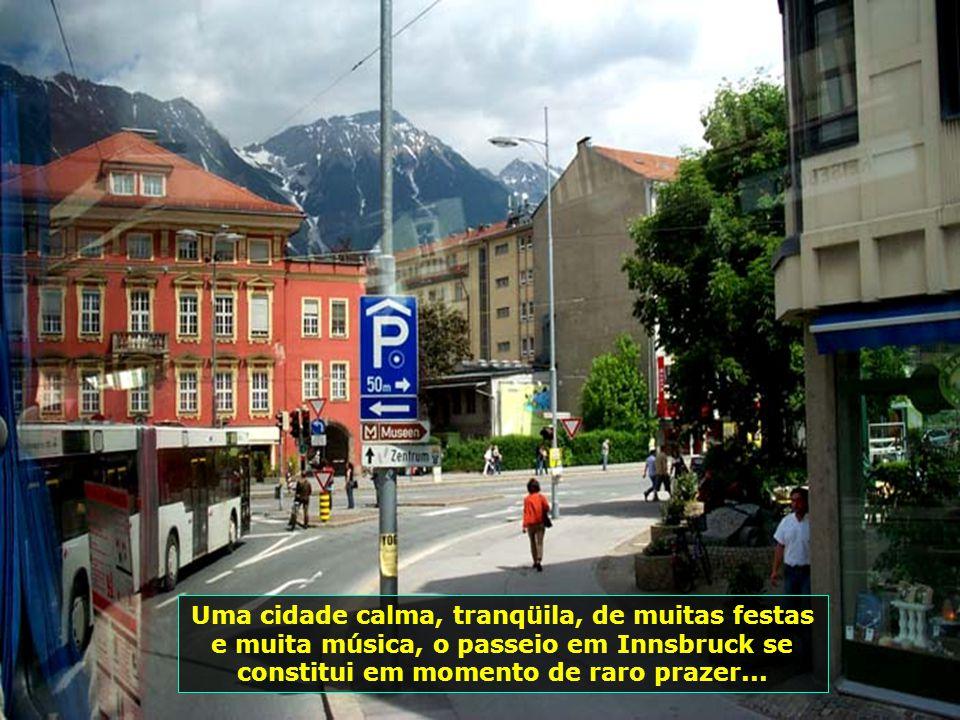 Innsbruck é conhecida como o Tesouro dos Alpes, com sua famosa estação de esqui. Um programa imperdível aqui, é subir a montanha Klettersteig, de tren