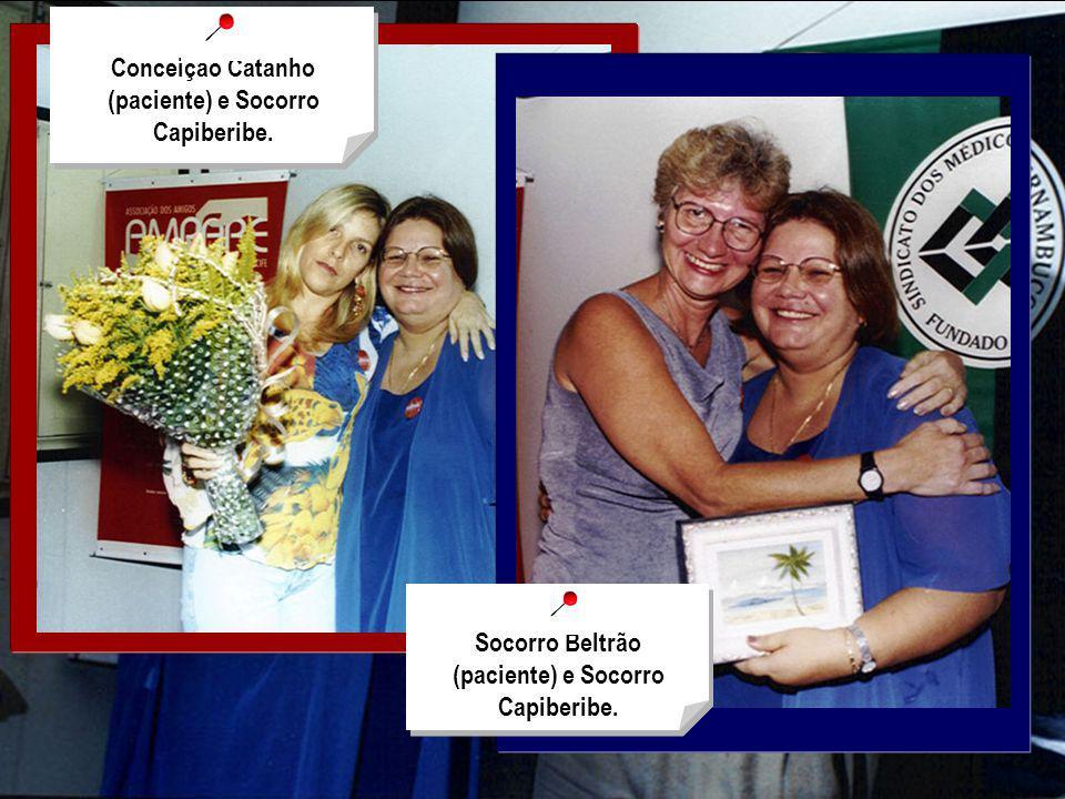 Dr. Ricardo Paiva, sendo homenageado com o poema Perfil do Médico Conceição Catanho (paciente) e Socorro Capiberibe. Socorro Beltrão (paciente) e Soco