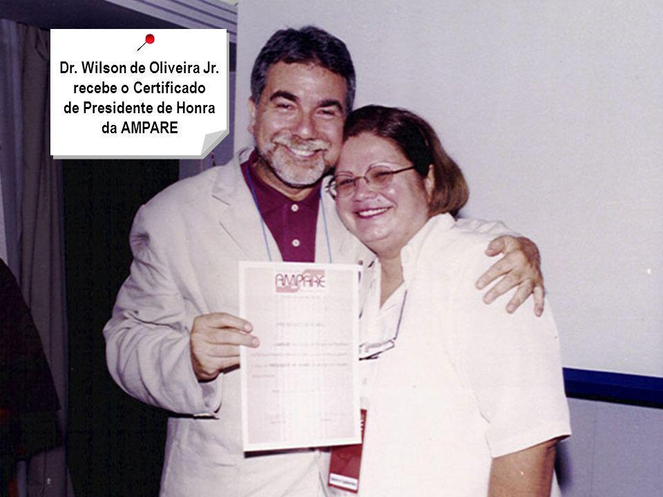 Dr. Wilson de Oliveira Jr. recebe o Certificado de Presidente de Honra da AMPARE
