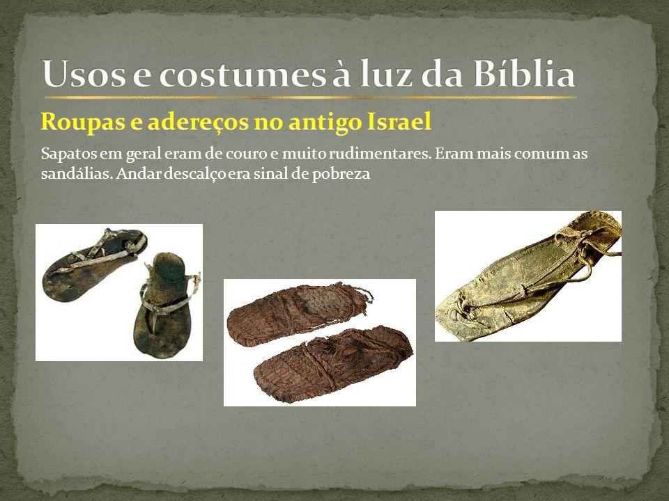 Sapatos em geral eram de couro e muito rudimentares.
