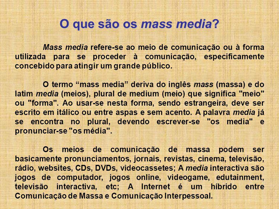 O que são os mass media? Mass media refere-se ao meio de comunicação ou à forma utilizada para se proceder à comunicação, especificamente concebido pa
