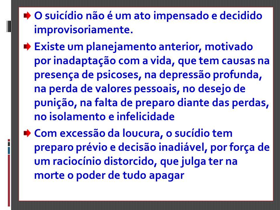 O suicídio não é um ato impensado e decidido improvisoriamente. Existe um planejamento anterior, motivado por inadaptação com a vida, que tem causas n