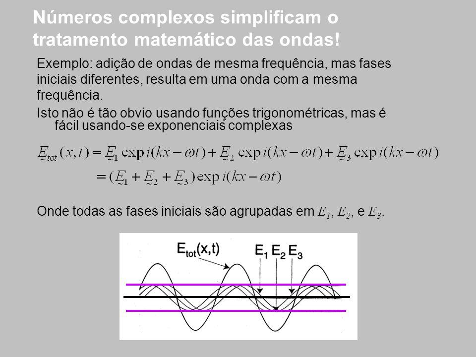 Números complexos simplificam o tratamento matemático das ondas! Isto não é tão obvio usando funções trigonométricas, mas é fácil usando-se exponencia