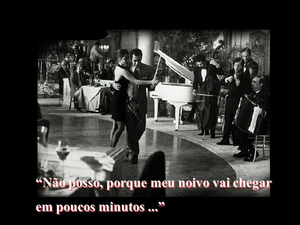 Em que um personagem cego, vivido por Al Pacino, Em que um personagem cego, vivido por Al Pacino, tira uma moça para dançar e ela responde: tira uma m
