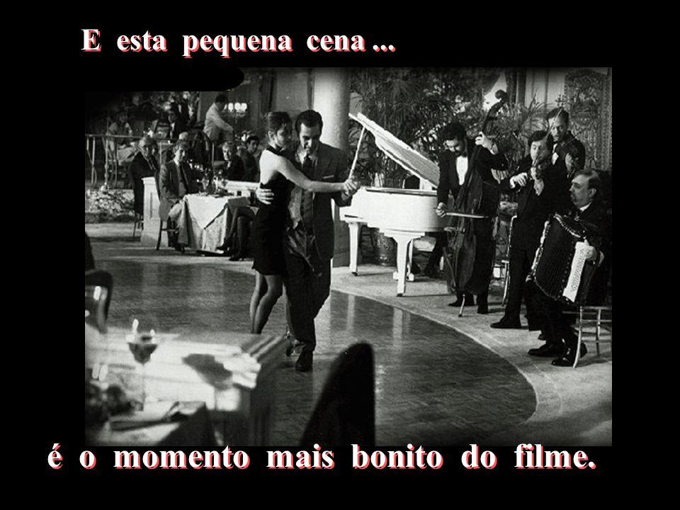 Mas em um momento se vive uma vida ! Mas em um momento se vive uma vida ! Responde ele, conduzindo-a num passo de tango. Responde ele, conduzindo-a nu