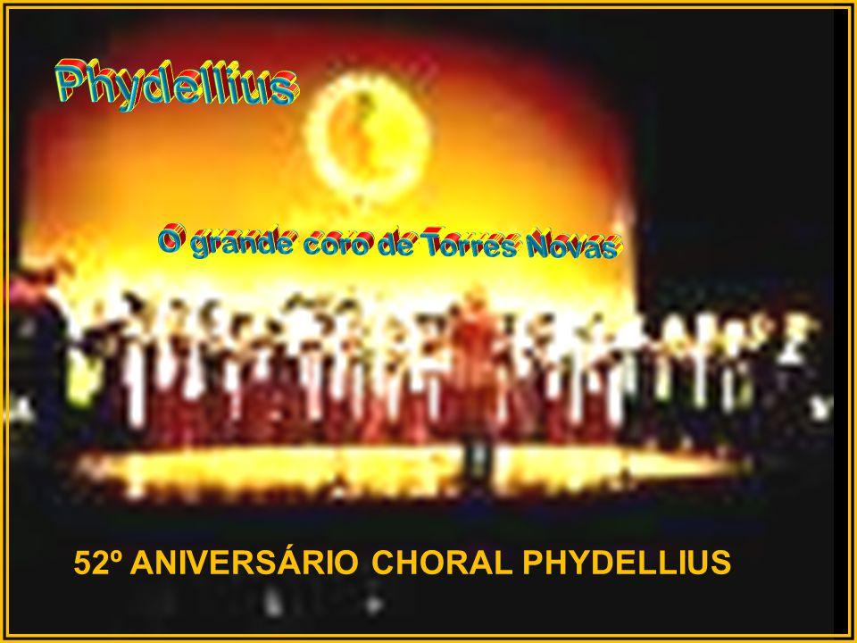 Foto do Coro Juvenil do Choral Phydellius na Igreja de S. Pedro no dia 1 de Maio de 2011..., sob a direcção de João Baptista Branco e acompanhado ao p