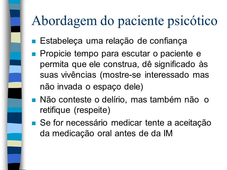 Abordagem do paciente psicótico n Estabeleça uma relação de confiança n Propicie tempo para escutar o paciente e permita que ele construa, dê signific