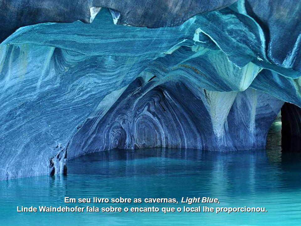 O reflexo da luz do sol na água provoca um show de luzes visto em poucos lugares do mundo.