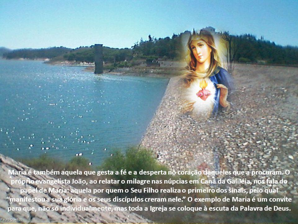 Pela fé, Maria acolheu a palavra do Anjo e acreditou no anúncio de que seria Mãe de Deus na obediência de sua dedicação (cf.