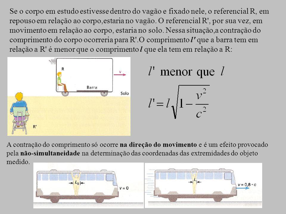 Se o corpo em estudo estivesse dentro do vagão e fixado nele, o referencial R, em repouso em relação ao corpo,estaria no vagão.