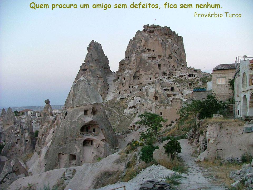 Provérbio Hindú O coração em paz vê uma festa em todas as aldeias.