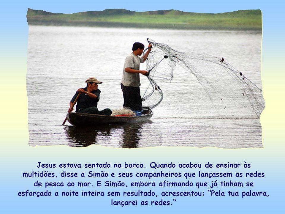 Jesus estava sentado na barca.