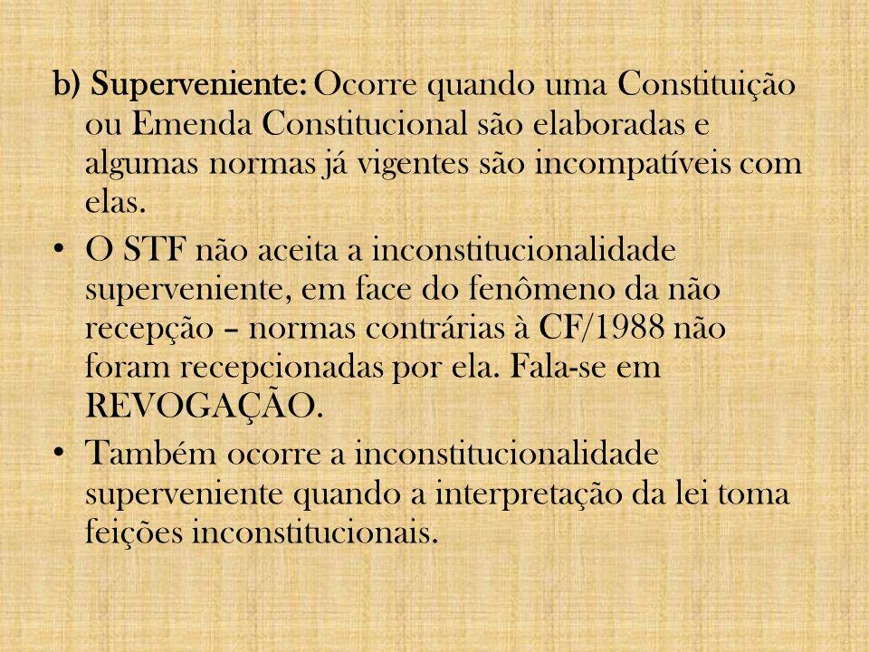 3) Quanto ao momento: a)Originária: ocorre na vigência de uma norma constitucional.