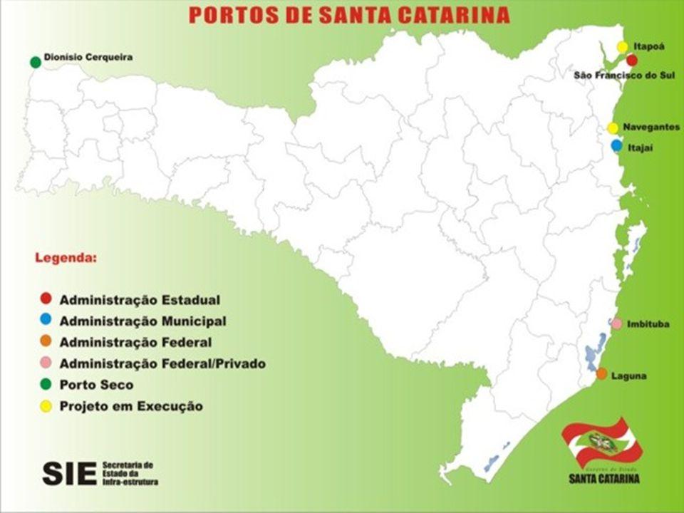 PORTOS CATARINENSES Porto de São Francisco do Su l: É o principal porto graneleiro do estado, é essencialmente exportador, é administrado pelo governo de Sc, tem um cais de 750 metros de extensão e recebe navios com até 10 metros de calado.