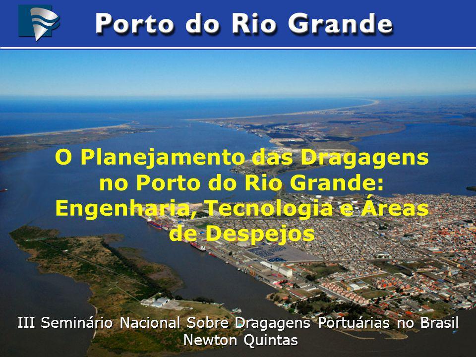 Navios de até 200.000 TPB / 350 metros Navios de até 200.000 TPB / 350 metros Projetos em Desenvolvimento Projeto de ampliação dos Molhes da Barra para permitir o aprofundamento dos Canais de Acesso ao Porto para 18m.